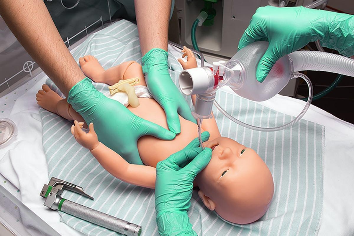 simulador recien nacido para practica de habilidades